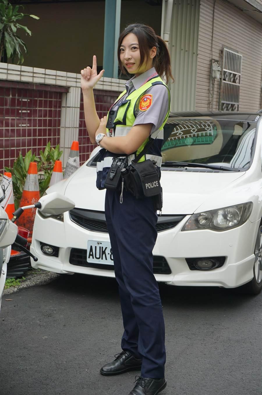 廖姓女警擁有171公分高挑身材,被封為「九頭身警花」。(王文吉攝)