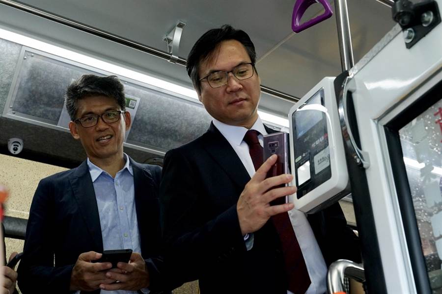 高市公車橘12線20線領先全國啟用LINE Pay乘車碼。(一卡通提供)