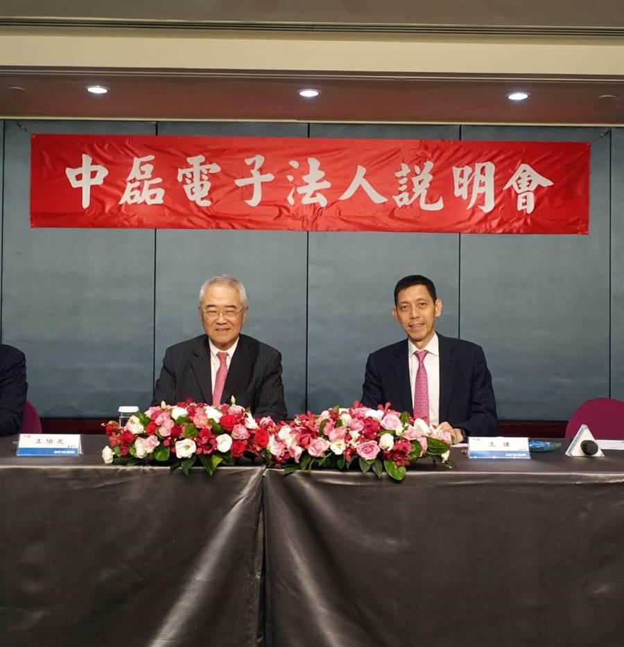 中磊董事長王伯元(圖右)、總經理王煒(圖左)。