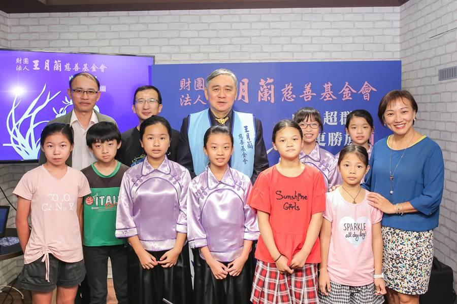 王月蘭基金會今年除了贊助超過10家全台各地偏鄉小學樂器外,也首度開辦「月蘭獎」。(圖/王月蘭基金會提供)