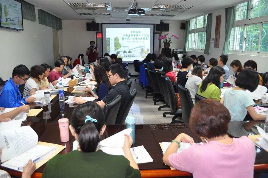 行政執行署台中分署舉辦「投標流程教學專案」免費課程。(陳淑芬翻攝)