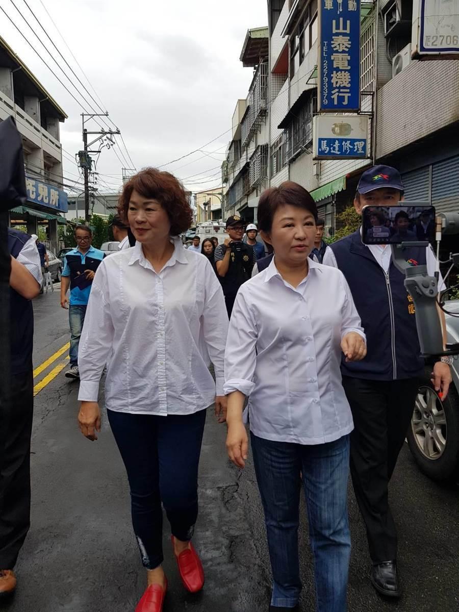 國民黨籍議員李麗華(左)要求籍中央對不斷有人扯韓國瑜後腿,必須開除其黨籍。(馮惠宜攝)