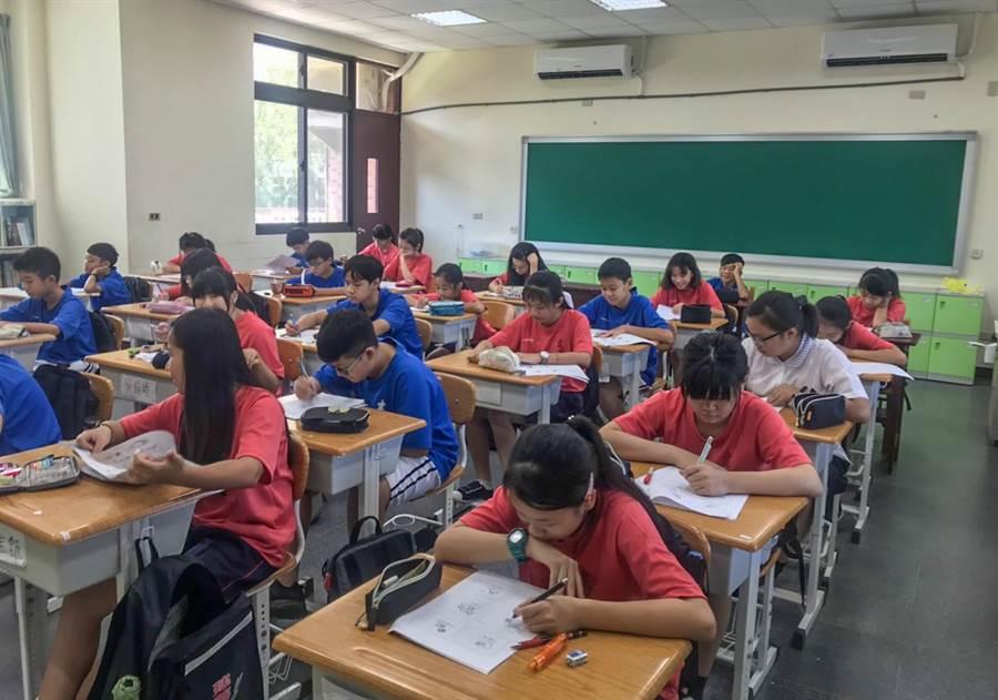 竹市公立國中小學「班班有冷氣」,今年開跑裝設。(羅浚濱翻攝)