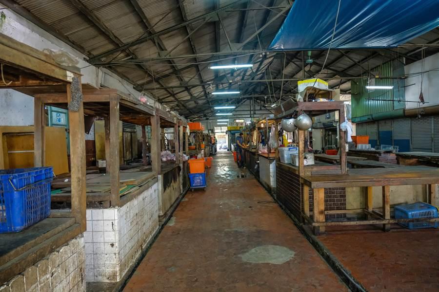 新竹南門等老舊市場改建不易, 議會提高攤位補助金,將有助老舊市場轉型。(羅浚濱攝)