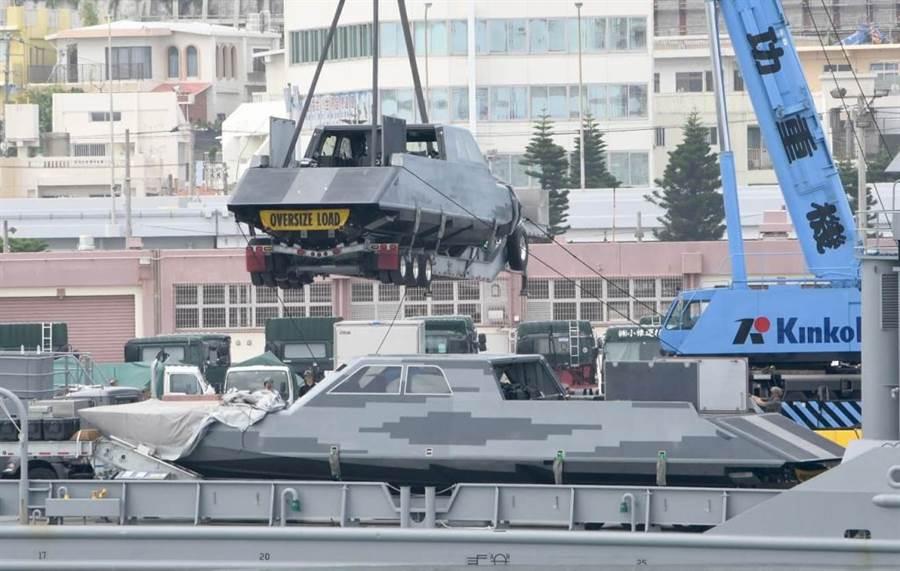馬克1號特戰艇出現在那霸港口。(圖/Yukidaore)