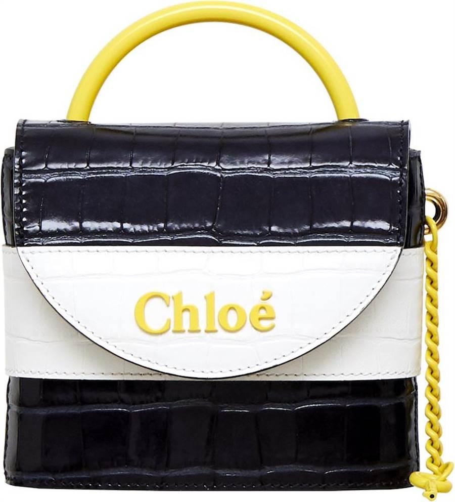 Chloe Aby Lock藍白鱷魚皮壓紋迷你鎖頭包(微風南山獨賣款),5萬7300元。(Chloe提供)