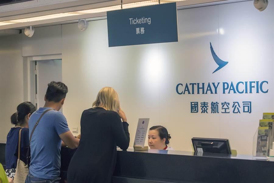 香港国泰航空及其最大股东太古集团,13日发出声明。(图/资料照片)