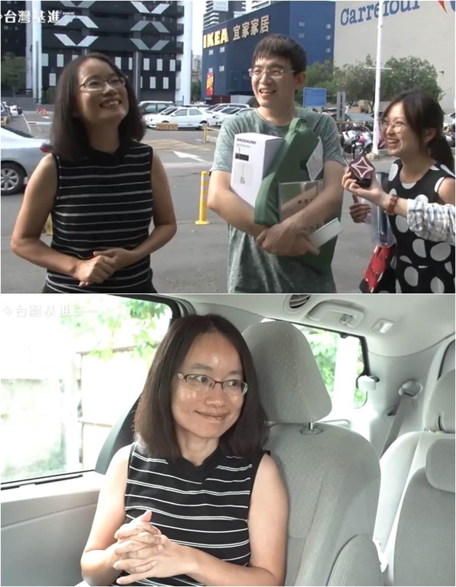 吳音寧也默默走近受訪民眾的身旁,受訪民眾也都嚇了一跳。(圖/翻攝台灣基進高雄黨部 FB)