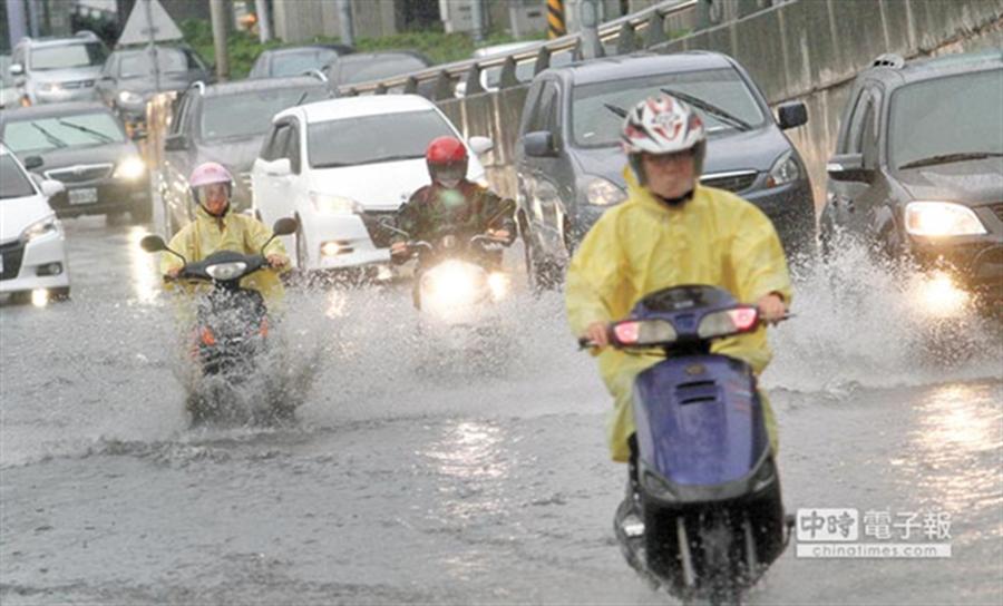 中南部接力暴雨 氣象局示警:周三清晨3縣市小心。(資料照)