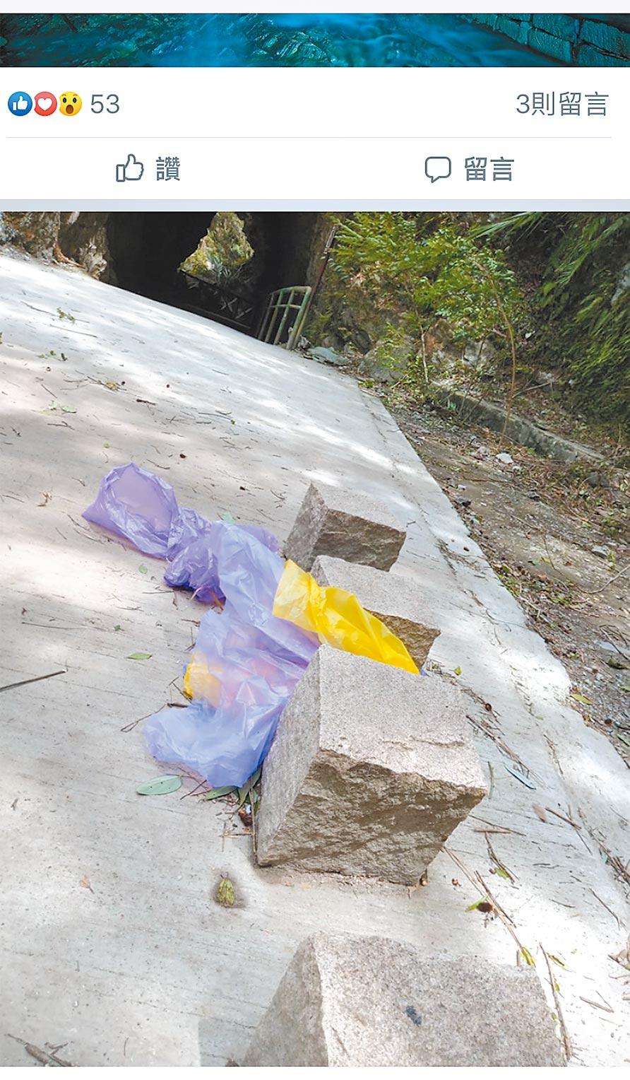 太魯閣國家公園裡的水濂洞,被臉書po出,洞口平台處,處處可見丟棄的雨衣還有垃圾。(翻攝影片畫面)