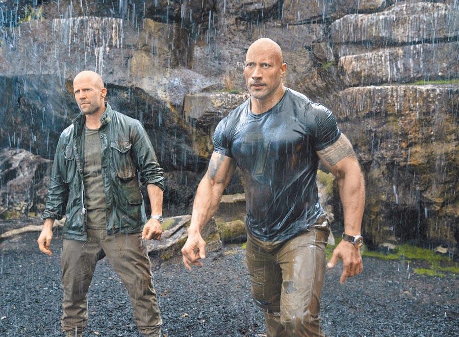 傑森史塔森(左)和巨石強森都是肌肉壯碩的硬漢型演員。
