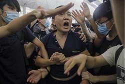 陸記者在港機場被毆 港澳辦:支持警拘捕暴徒