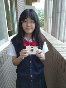 廢紙也能做成紙相機 高中生勇奪德國設計獎