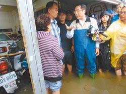 台南淹大水 黃偉哲向災民致歉