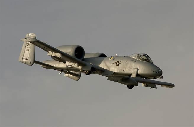 173架A-10攻擊機完成主翼換裝,可以再發大約30年。(圖/美國空軍)