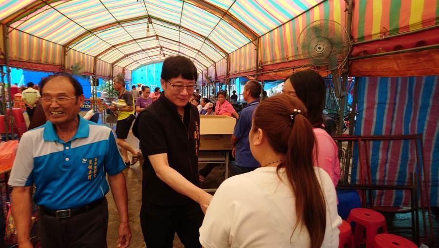 桃園市第六選區立委趙正宇(中)接地氣,為民服務認真。(賴佑維攝)