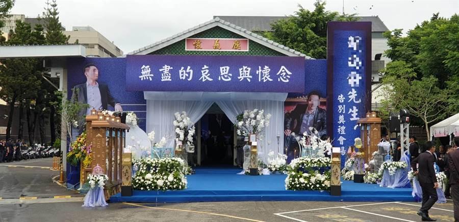 賴姓槍手14日上午10點半在台中市立殯儀館的告別式現場。(張妍溱攝)
