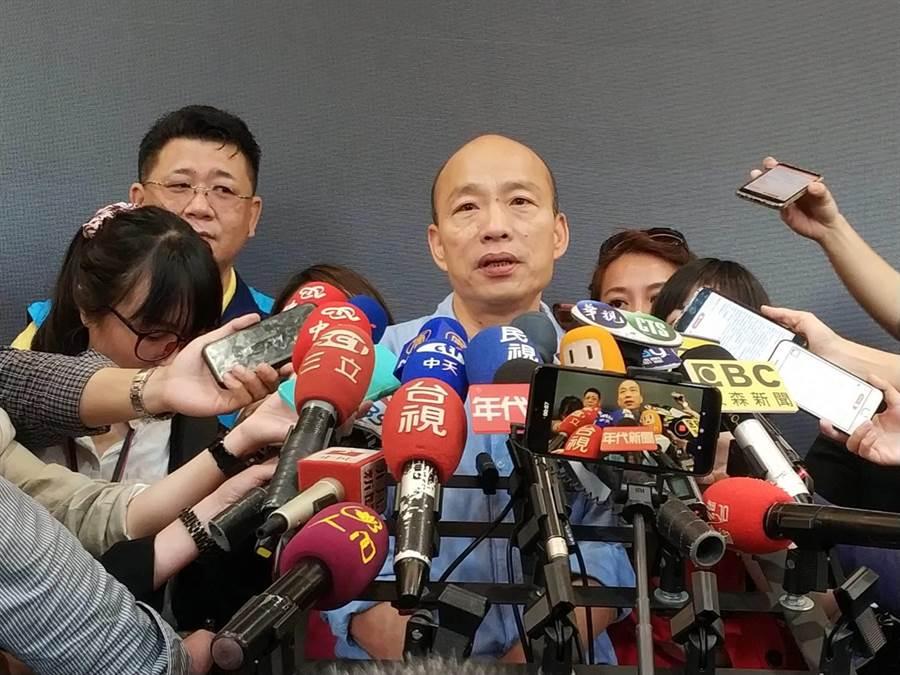 高雄巿長韓國瑜14日受訪表示尊重被淹死的女騎士家屬提國賠。(曹明正攝)
