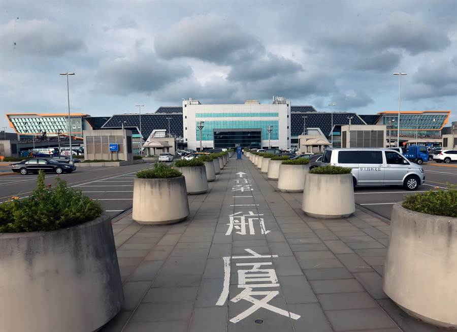 桃園國際機場第二航廈因為工程品質太差,頻傳漏水,有民眾向檢、調檢舉,追查出弊案。(資料照)