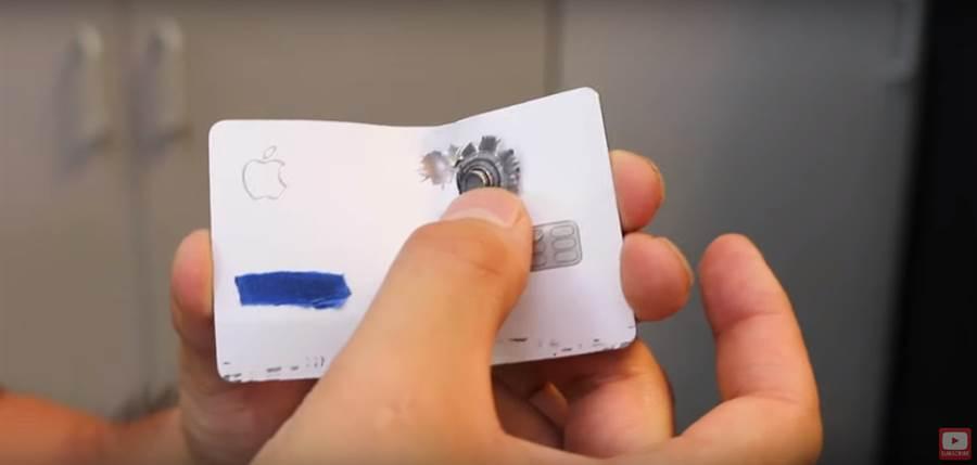 Apple Card 經 YouTuber 測試,竟然能夠防彈。(圖/翻攝YouTube)