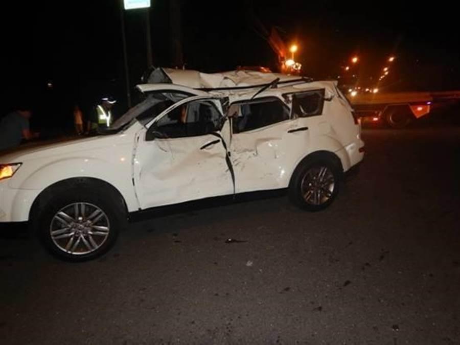 楊梅區秀才里秀才路13日晚間發生車禍意外事故。(邱立雅翻攝)