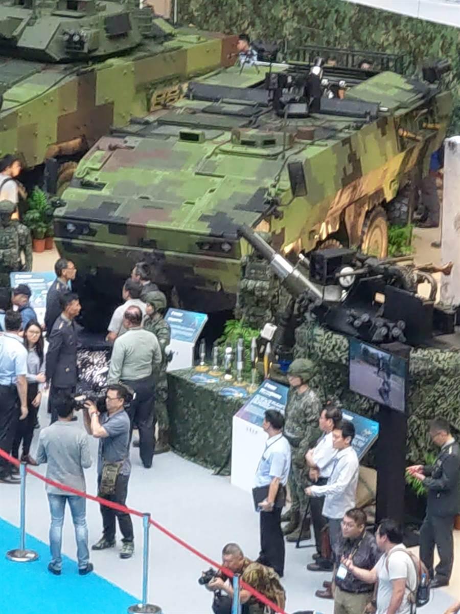 全新「八輪甲車M2樣車」在臺北國際航太暨國防工業展公開亮相。呂昭隆攝
