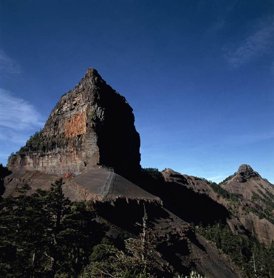 大霸尖山壯麗美景每年吸引逾千人入園登山。(雪霸處提供)