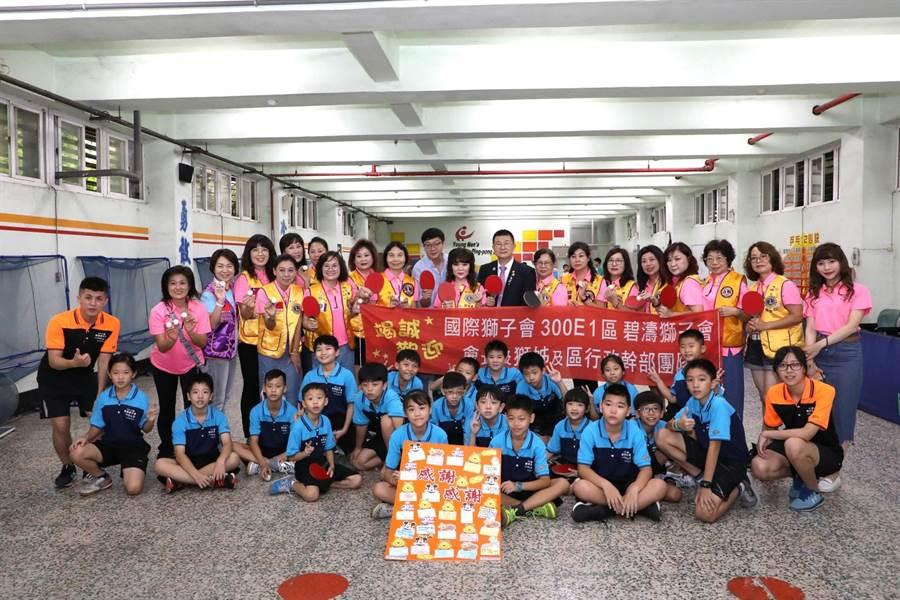 碧濤獅子會大力贊助陽明國小桌球校隊球衣100套及訓練經費,為新的學年度展現球隊新生命。