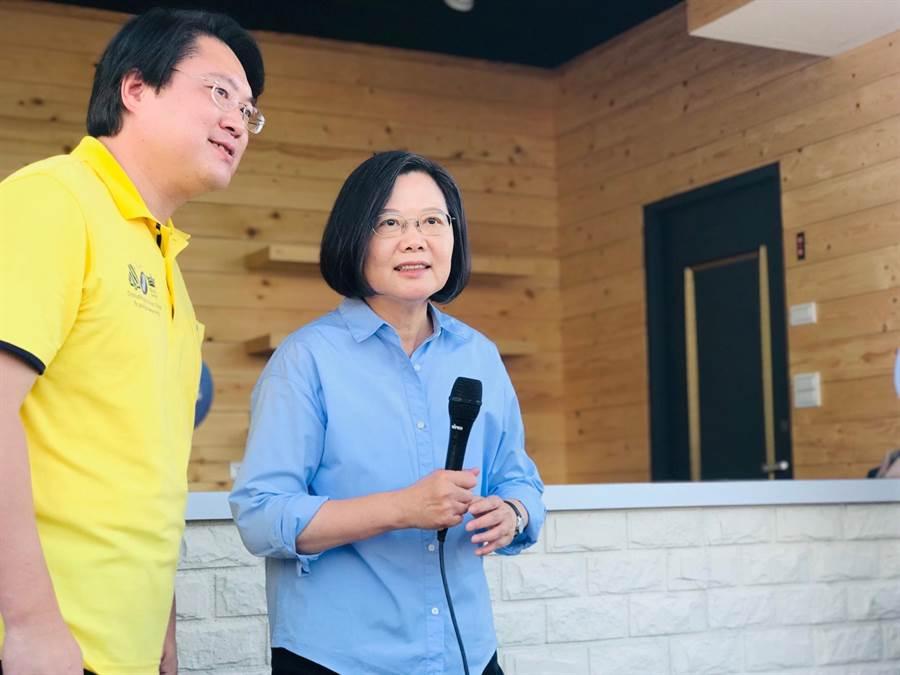 針對香港議題,蔡英文總統左批北京當局不要卸責,又嗆國民黨主席吳敦義在「政治消費」。(張穎齊攝)