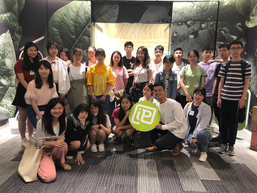 全體學員於安布思沛台灣辦公室合影。