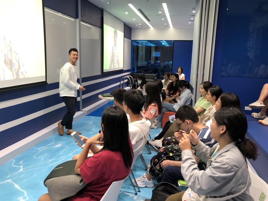 學員認真聆聽Export Solution部門副理分享安布思沛簡介。