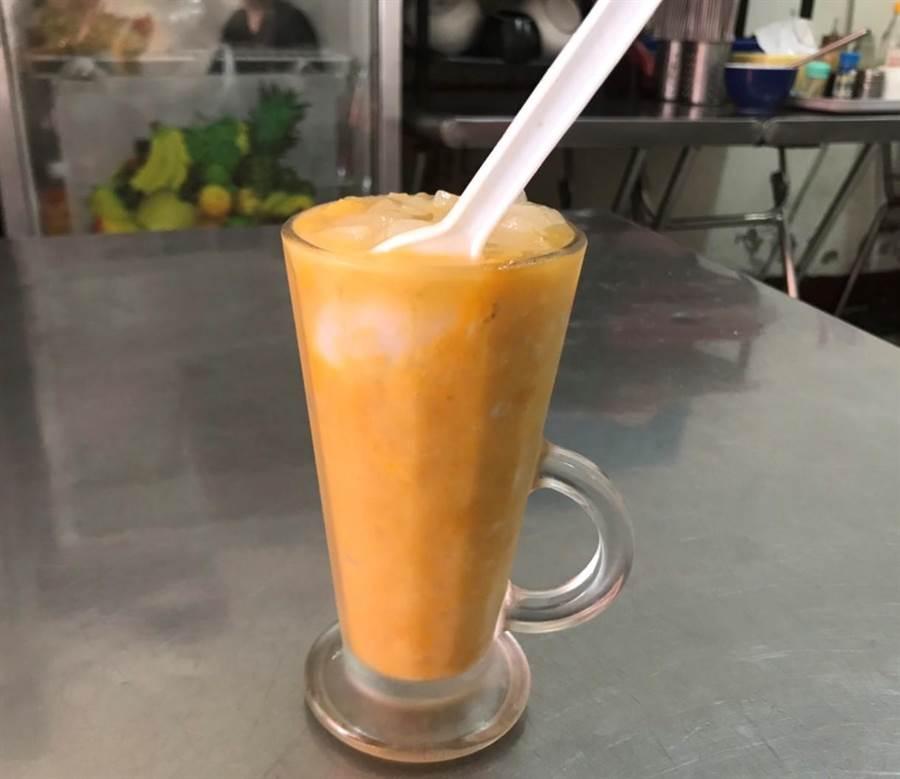 埔里點心王限量供應的消暑聖品「楊枝甘露」,吃起來甜而不膩且清涼美味可口。(楊樹煌攝)