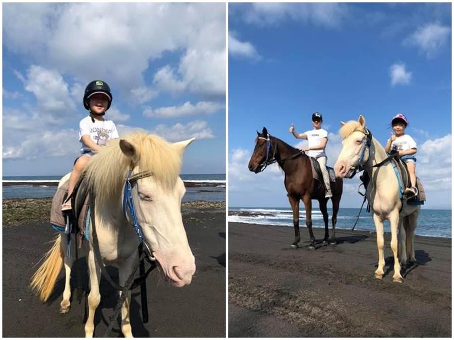 父女騎馬,玩得十分開心。
