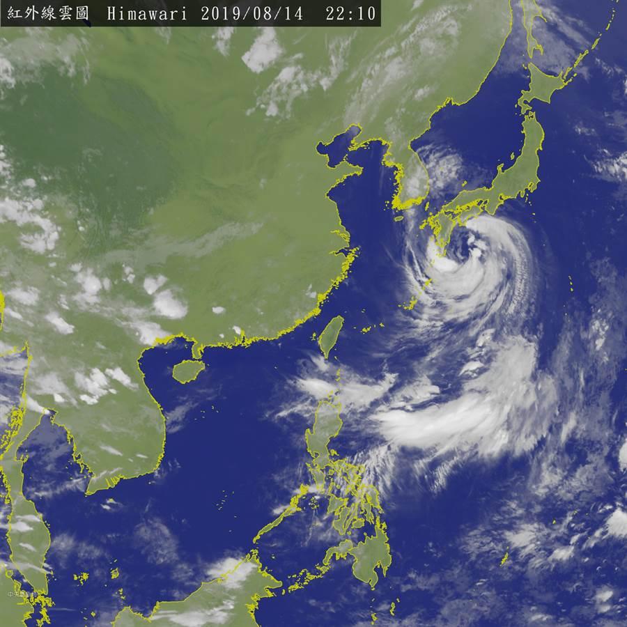 氣象局表示,15日西南風增強,環境風場和局地環流輻合作用會更為顯著,中南部地區在清晨至上午有陣雨,需留意局部大雨或豪雨。(圖擷自氣象局)