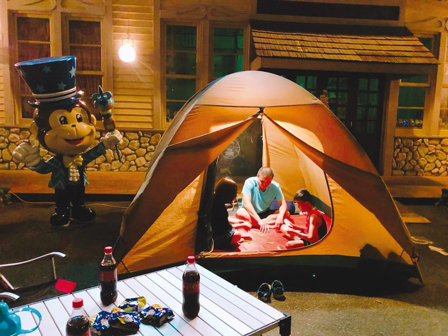 六福村去年起推出在園區內的全包式主題露營,迴響熱烈。圖/六福村提供