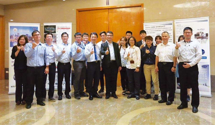 台灣開利總經理路志強(前排右五)、服務營運處協理廖三慶(右六)與講師、技術團隊共賀研習會圓滿成功。圖/業者提供