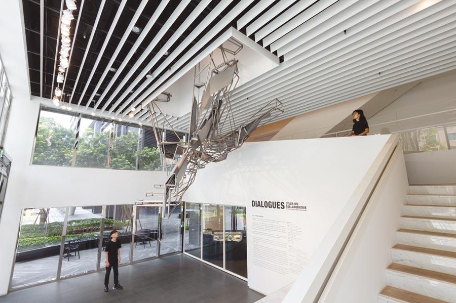 《DIALOGUES:Oyler Wu Collaborative》展區空景一樓大廳展區作品為Quicksilver。圖/忠泰美術館提供