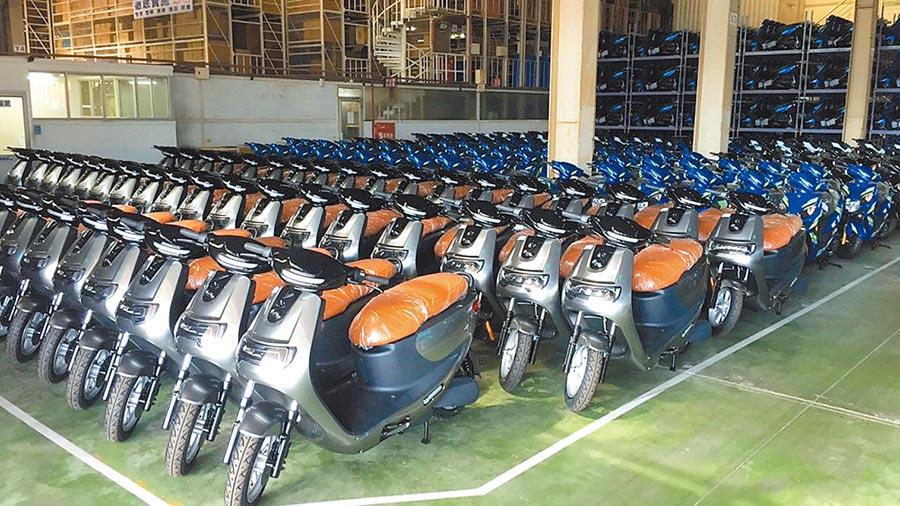 經濟部與連江縣政府共同合作推動「e騎玩馬祖補助計畫」主推行動支付並提供100台電動機車作租借。(連江縣政府提供)