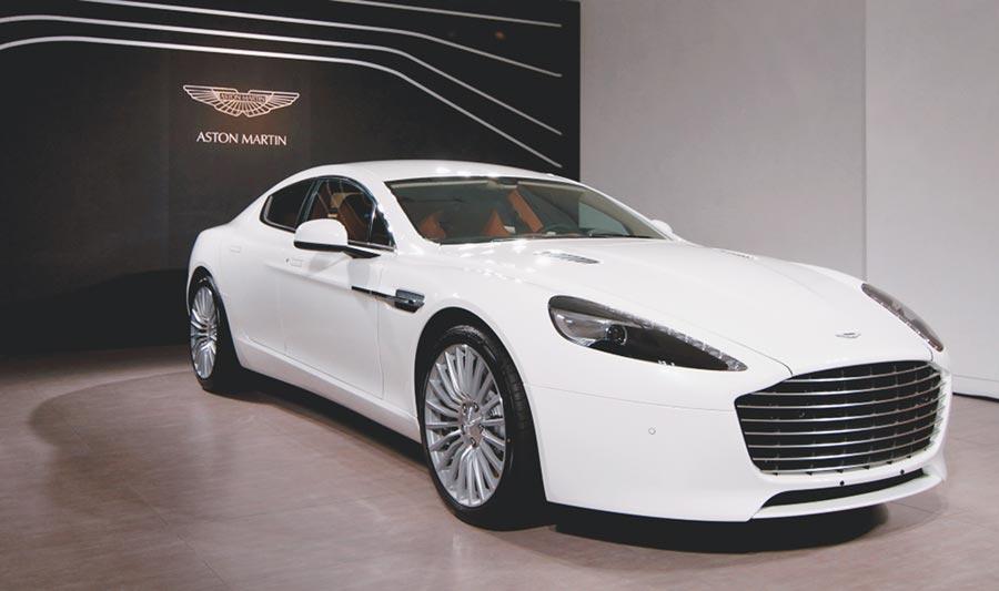 蕭敬騰昨發生擦撞的座車為要價破千萬的Aston Martin Rapide S跑車。(資料照片)