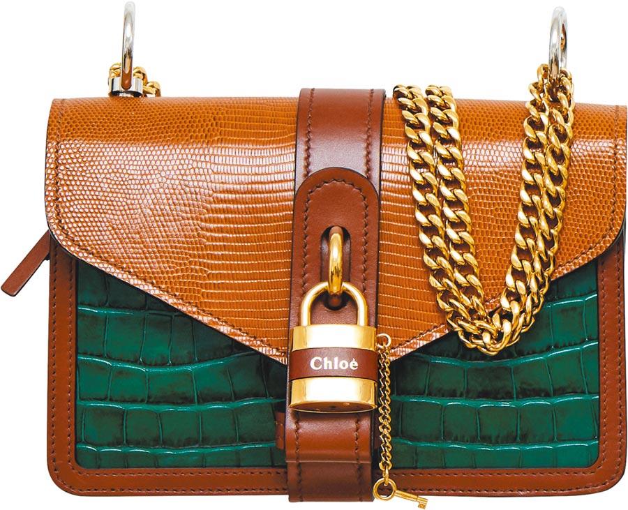 Chloe Aby Chain綠棕色拼接鎖頭鍊帶包,7萬3800元。(Chloe提供)