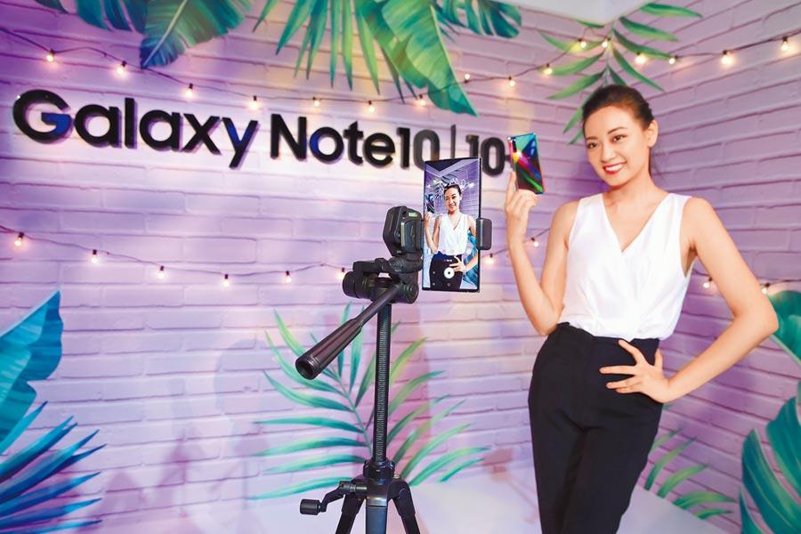 全新三星Galaxy Note10系列的S Pen不僅可遙距操控手機,更能在錄影模式加上手繪動態貼圖。(羅永銘攝)