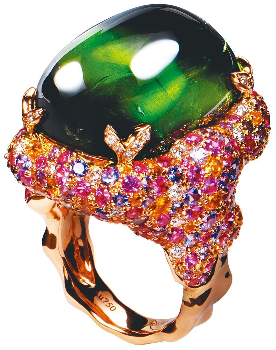 CHERRY SUNG戒指鑲嵌彩色寶石,風格繽紛絢麗。(CHERRY SUNG提供)