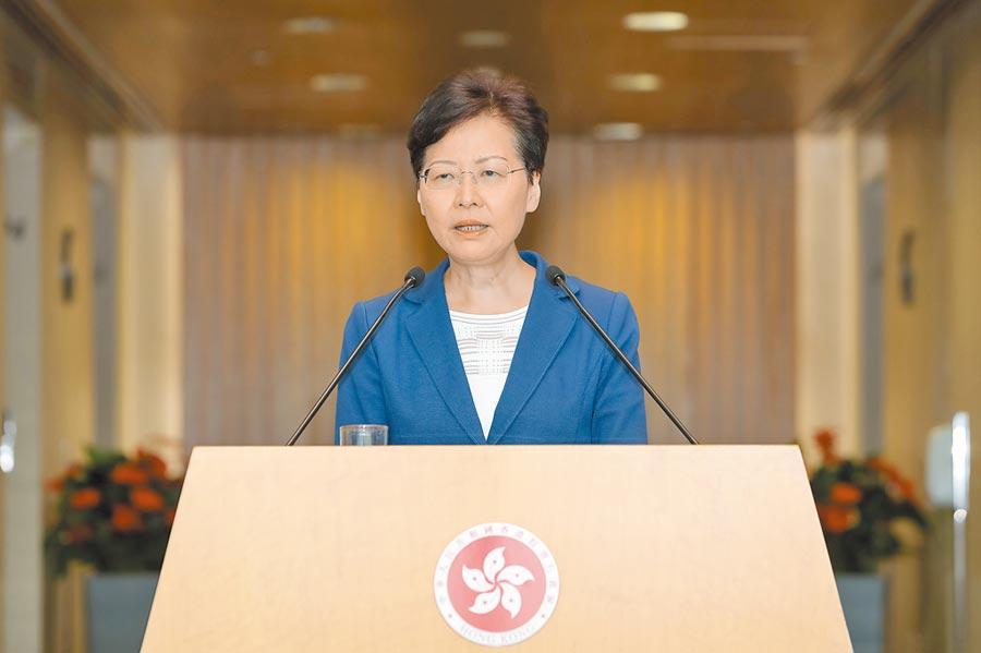 香港特首林鄭月娥13日表示,不會直接指示警方部署,警方是按照最低武力的指引應對日益嚴重升級的暴力。(中新社)