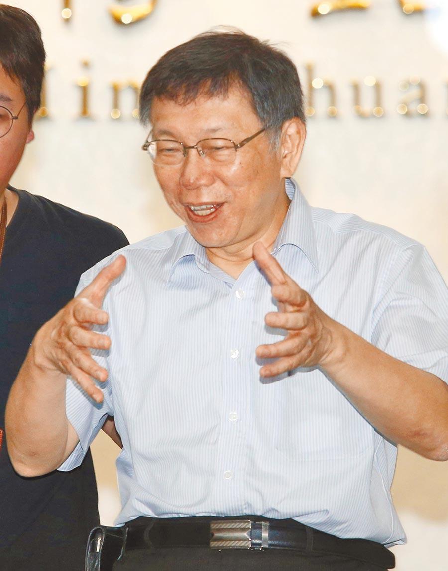 台北市長柯文哲拋出三方結盟,圖為柯13日接受訪問。(本報系記者王英豪攝)