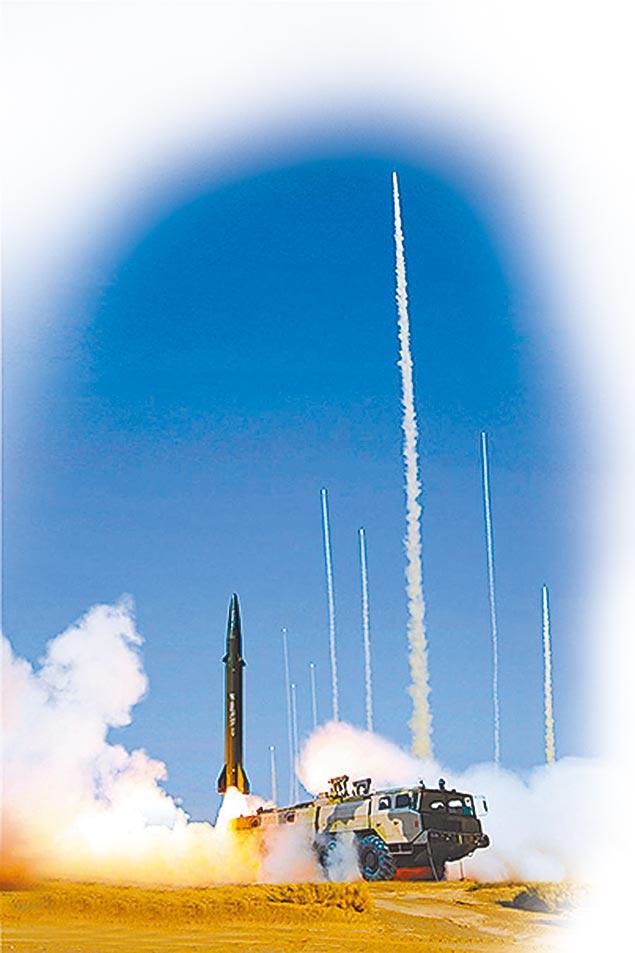 解放軍演習,各式飛彈齊發。(取自中國軍網)