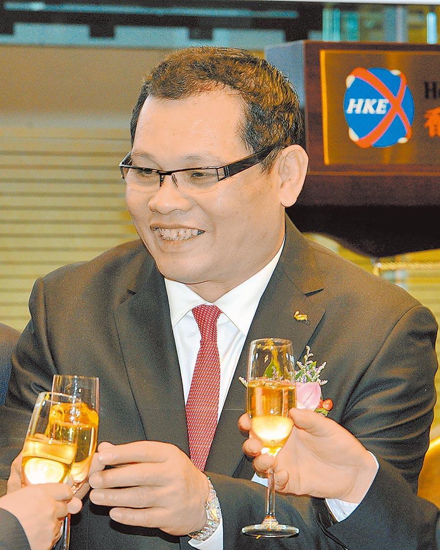 2013年12月20日,富貴鳥股份有限公司主席林和平在香港交易所出席掛牌儀式。(中新社)