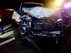 國道路肩超車 連撞2車3人受傷