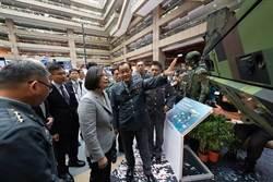 蔡總統參觀國防工業展,肯定航太產業