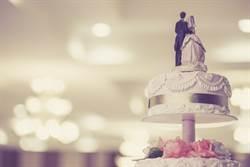 結婚蛋糕吃50年 夫妻竟還這樣做