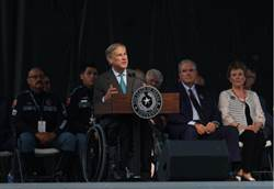 追悼德州槍擊受害者 州長誓言不讓仇恨燎原